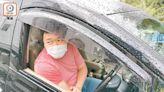 傷者被困 途經司機扑玻璃救人 - 東方日報