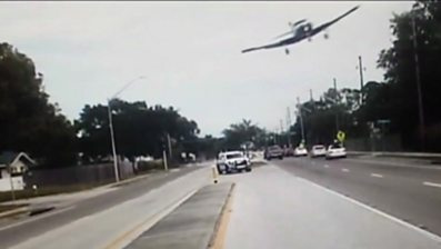 Plane smashes into Florida highway