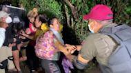 Mexican officials cut off new migrant caravan