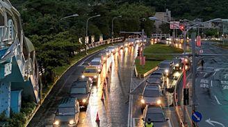 連假上午國道車流少17% 高乘載12點結束、估午後還有車潮