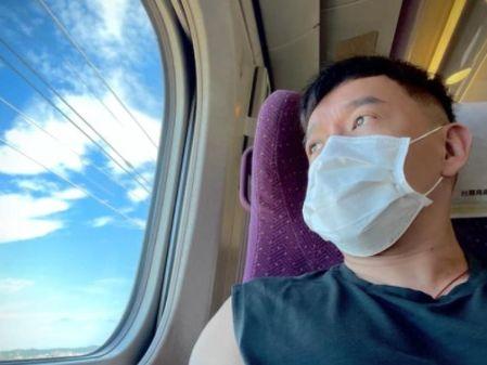 高鐵上讀無《自由》 杜汶澤想起家鄉香港(圖) - - 影視熱議