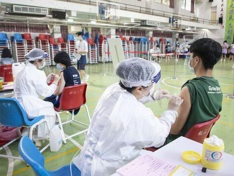 擺脫疫苗荒,卻現緩打潮?感染症權威親解:新冠口服藥能取代疫苗?