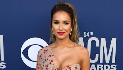 Jessie James Decker Shares Tearful Video After Discovering Body Shaming Reddit Page