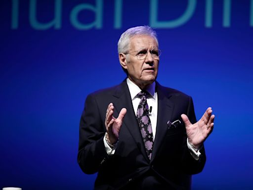 Alex Trebek sings Lizzo's 'Truth Hurts' on 'Jeopardy!' as coronavirus suspends production