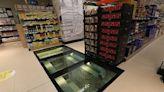Tienda construye piso de vidrio para exhibir unas ruinas vikingas