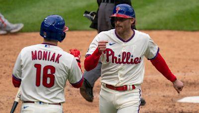 Knapp's 9th-inning single leads Phillies past Giants 6-5