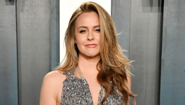 Alicia Silverstone Tells Drew Barrymore She 'Got Banned' from the Same Dating App Twice