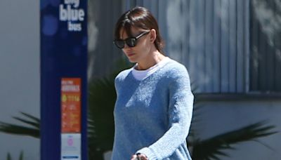 Jennifer Garner Is Beachy-Chic in Light Blue Outfit and Strappy Leather Sandals