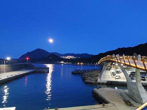 【打卡景點】望海巷景觀橋,無敵海景夜賞光雕!