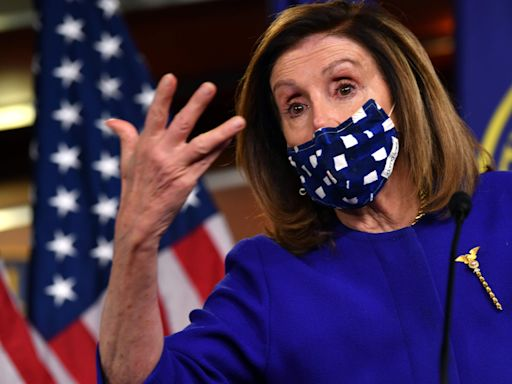 2020 election live updates: Pelosi says 48-hour deadline to get stimulus done by Nov. 3; Trump gives wad of $20s at church