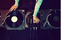 History of Electronic Music: From the 1970s to Today | Udemy Blog