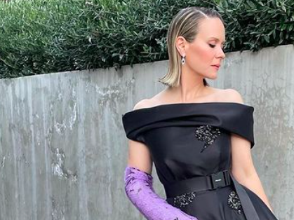 Why Sarah Paulson Rolled Into the Golden Globes in a Prada Arm Cast