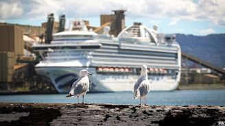 Australia tries to send cruise ships packing