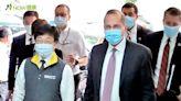 美衛部長訪台疾管中心 「羨慕」公開防疫帶來價值