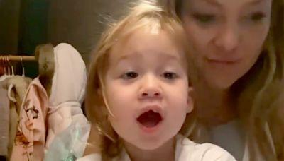 Kate Hudson's daughter sings ABCs — and grandma Goldie Hawn can't get enough!