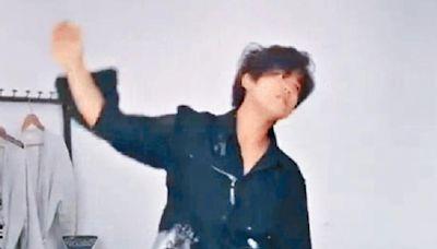 姜濤對鏡唱歌自High Edan攬女秒變怕醜仔