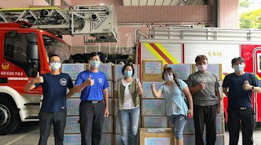 楊貴媚揪蔡振南等23藝人 捐贈消防弟兄百台血氧機、大尺寸防護衣與鞋套