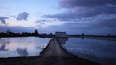 ¿Capitulación? El plan del Gobierno español para comprar tierras en el Delta del Ebro irrita a la población local