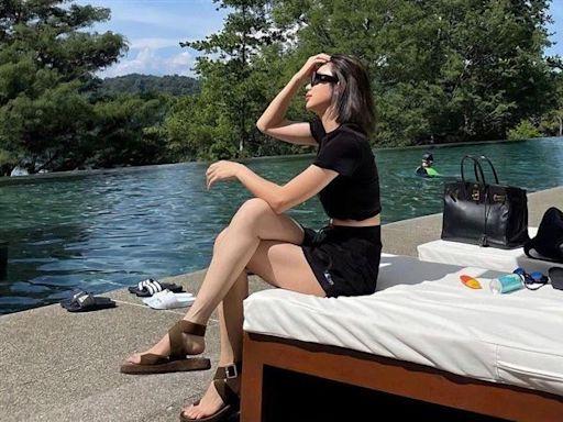 一芳水果茶闆娘泳池脫罩拍照 「無視防疫規定」戲水惹議
