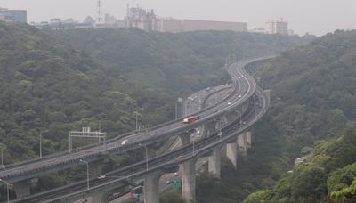 國慶日國道15路段易塞 國5雙向高乘載管制