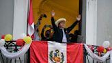 Tras un tenso proceso electoral, Pedro Castillo asume el poder en Perú en medio de incógnitas sobre su agenda