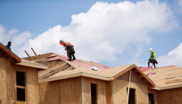 U.S. new home sales hit six-month high; median price stays above $400,000