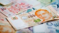 Macquarie Favors Taiwan, Singapore Dollars, Le Says
