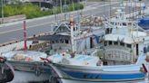 不滿漁船遭取締違建 逾百漁民陳情抗議