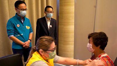 新冠疫苗外展隊首次到私人屋苑為居民打針 - RTHK