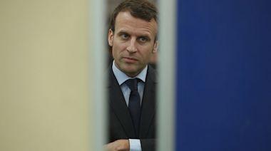 法國總統馬克龍視察南部期間 突遭一名男子當眾掌摑