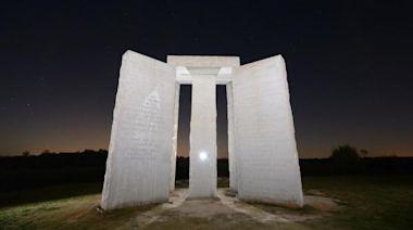美國最神秘紀念碑 刻著末世浩劫指引(圖) - - 預言未來
