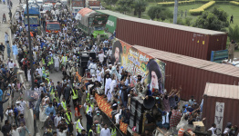 Islamists suspend march under agreement with Pakistan govt
