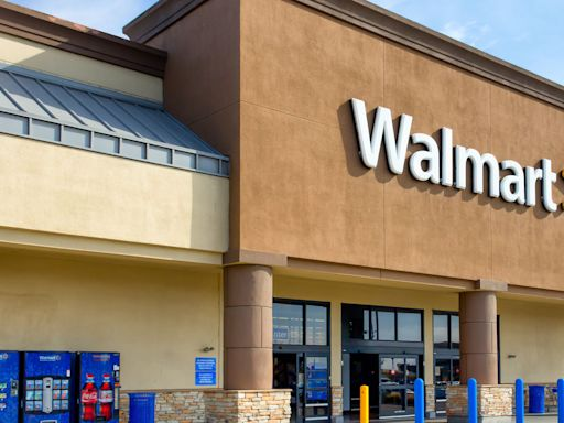Walmart Will Pay 100% College Tuition to Associates