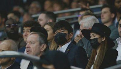 周杰倫昆凌現場觀戰梅西,球場還播放了杰倫歌,兩人逛街也被偶遇