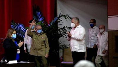 Raúl Castro says he will step down, marking end of era as Cuba faces economic crisis