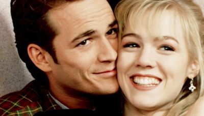 Jennie Garth was once put in a zoo cage with Luke Perry to escape '90210' fans