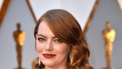 """Dave McCary Reportedly Proposed to Emma Stone in a """"Saturday Night Live"""" Office"""