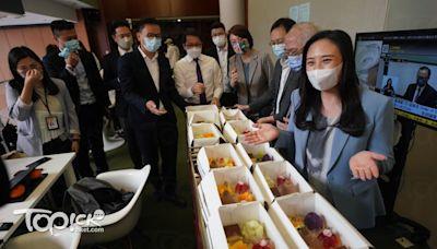 梁美芬形容今屆立法會苦盡「柑」來 民建聯派散水餅盼後會有期 - 香港經濟日報 - TOPick - 新聞 - 政治