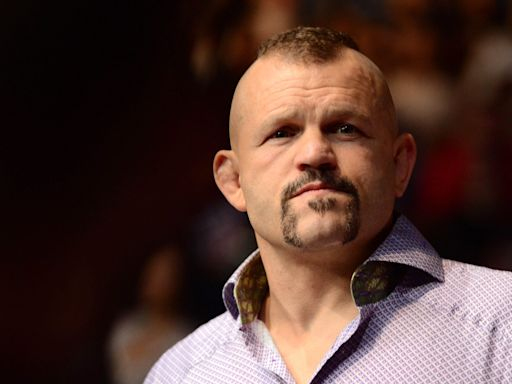 Lamar Odom is boxing Aaron Carter … and ex-UFC champ Chuck Liddell is the ref