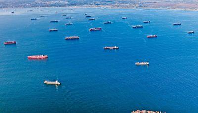 全球供應鏈失衡威脅疫後復甦 貨船滯港口車輛威士忌斷供應