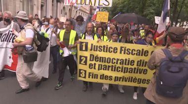 法國巴黎有示威反對健康通行證