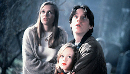 Hocus Pocus Star Vinessa Shaw 'Would Love' to Return for the Highly Anticipated Disney+ Sequel