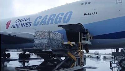 自購108萬劑莫德納!班機從美國起飛了 登機畫面曝光