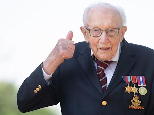 英國為抗疫籌款百歲英雄湯姆·摩爾爵士舉行隆重葬禮