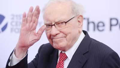 Why Warren Buffett would say it's not too late to refinance your mortgage