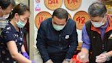 侯友宜新莊訪視新住民 體驗手作越南美食 (圖)