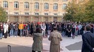 """El profesor Paty fue asesinado """"por enseñar valores"""", recuerdan los alumnos"""