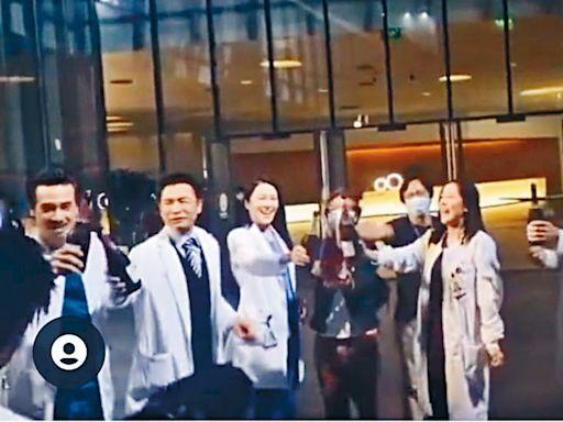 《白色強人2》內地戲分殺青 馬明高呼「返屋企」 網民回「有人等緊你」