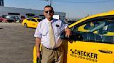 15年如一日 出租司機無償幫數十老人購物