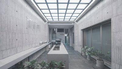 台中首間清水模藝廊咖啡廳!村上隆KAWS藝術收藏新景點